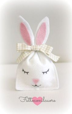 78 Cheap Easter Decoration Ideas to Make at Home Easter Projects, Easter Crafts For Kids, Easter Gift, Easter Bunny, Bunny Crafts, Felt Crafts, Diy Crafts, Bunny Party, Bunny Birthday