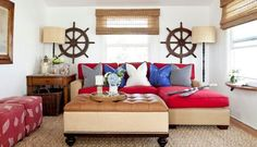 sala-con-sofa-roja-y-cojines-azules