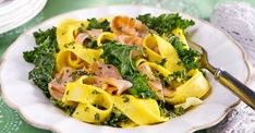 Lyxig laxpasta med saffran och grönkål   Allas Recept Pasta Salad, Cantaloupe, Fruit, Ethnic Recipes, Food, Mat, Tips, Crab Pasta Salad, Essen