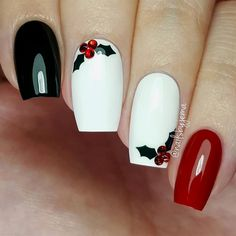 Festive Christmas Nail Designs for An outstanding Christmas nail art can help you get into the Christmas spirit.Hopefully you will find yours from this list and make you stand out this season. Xmas Nails, Holiday Nails, Fun Nails, Red Christmas Nails, White Christmas, Holly Christmas, Chrostmas Nails, Christmas Acrylic Nails, Christmas Stickers