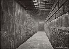 There are very few photos of Newgate prison on the net. The most commonly reproduced ones come from a late Victorian book, Queen's London, Anon, Cassell, But three of the most striking an Victorian Prison, Victorian Books, Victorian London, Vintage London, Old London, East London, Antique Photos, Old Photos, Abandoned Prisons