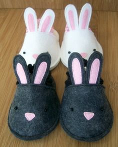 Felt-o-rama: classic fibers for modern crafters: Bunnykins Baby Slippers PatternPattern PDF Bunnykins Baby Slippers by Herbst on EtsyAren't these Bunnykins Baby Slippers the cutest? Herbst is selling a PDF pattern for them on Etsy. Sewing Slippers, Bunny Slippers, Cute Slippers, Kids Slippers, Felted Slippers, Doll Shoe Patterns, Sewing Patterns, Sewing For Kids, Baby Sewing