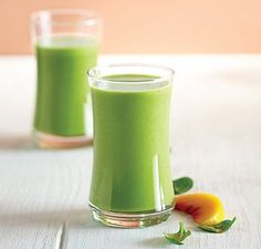 Peachy Green Smoothie | Vitamix Recipe | Just add liquid, spinach, apple and peaches