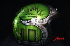 Custom Paint Helm in Candygrün mit Berliner Wahrzeichen