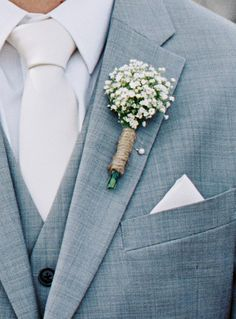 Dried lavender bouquet wedding / breathing bouquet with eucalyptus leaves / bridesmaid bouquet green breath boutonniere tied with string. You can order them with fresh or preserved flowers. Babys Breath Boutonniere, Lavender Boutonniere, Lavender Bouquet, Corsage And Boutonniere, Groomsmen Boutonniere, Babys Breath Boquet, Winter Boutonniere, Orange Boutonniere, Thistle Boutonniere