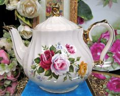 SADLER TEAPOT GOLD GILT AND ROSES PATTERN TEAPOT MADE IN ENGLAND