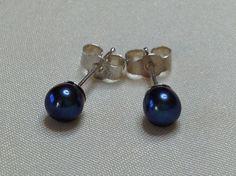 AA grade 5 mm peacock pearl sterling silver stud by Rubybel