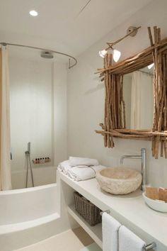 salle-bains-rustique-moderne-vasque-pierre-cadre-bâtons