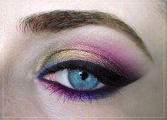 pink and gold eye makeup #eyes www.finditforweddings.com