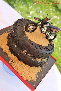 Cute but use bc hunter will never have a dirt bike lol - tutorials motivtorten - Bike Birthday Parties, Dirt Bike Birthday, Cake Birthday, Birthday Cakes For Boys, Dirt Bike Party, Motorcycle Birthday Cakes, Birthday Ideas, Bolo Motocross, Fondant Cakes