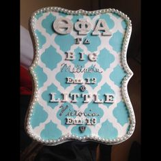 Vintage style pearl big/little plaque & paddle idea ♡ Big Little Paddles, Sorority Big Little, Sorority Paddles, Sorority Crafts, Sorority Life, Alpha Xi Delta, Delta Zeta, Pi Beta Phi, Phi Mu