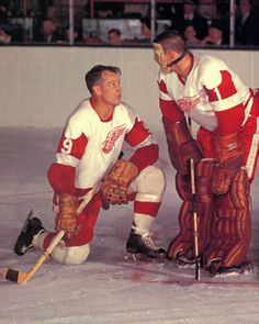 Gordie Howe & Terry Sawchuk - old time hockey Hockey Goalie, Hockey Teams, Hockey Rules, Flyers Hockey, Bruins Hockey, Detroit Red Wings, Red Wings Hockey, Detroit Sports, Goalie Mask