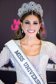 María Gabriela Isler, la nueva Miss Universo, con un maquillaje perfecto para la noche de premiación.