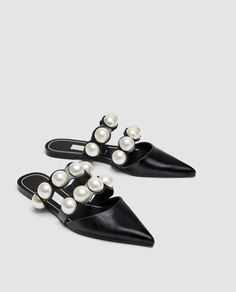 Zara Refreshed Its Best Sellers List With The Top Spring Trends+ Slingback Mules, Mules Shoes, Women's Mules, Marta Ortega, Mule Plate, Zara Flats, Beaded Shoes, Flats, Fashion Shoes
