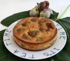 De délicieux petits clafoutis avec nos figues du jardin.   Elle ne sont pas grosses mais sont très bonnes et très sucrées!   Enfin nous pou...