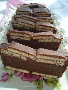Chec rece de ciocolata cu biscuiti