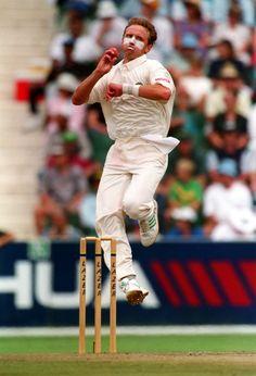 Allan Donald World Cricket, Cricket Bat, Cricket Sport, Cricket News, Test Cricket, Rugby, Fast Bowling, Cricket Wallpapers, Famous Sports