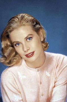 Grace Patricia Kelly pictured in 1956; from Royaland, via graceandfamily: