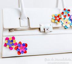 Flores de cuero para personalizar tus accesorios Africa Dress, Hermes Birkin, Diy, Felt, Bags, Fashion, Leather Flowers, Room, Pendants