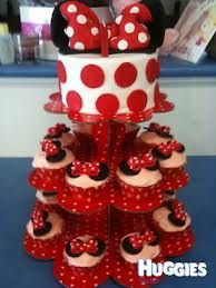 Cake w/ cupcakes in red