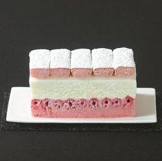 PINKY BÛCHE : LA BÛCHE TOUTE ROSE AUX FRAMBOISES, BISCUITS DE REIMS ET CHAMPAGNE