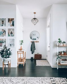Home Interior Design — Entryway inspiration Entryway Wall Decor, Room Decor, Entryway Ideas, Modern Entryway, Entryway Stairs, Decoration Entree, Home And Living, Living Room, Home Decor Inspiration