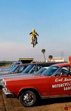 Evel Knievel, the greatest motorcycle daredevil of them all Evil Kenevil, Harley Davidson Engines, Classic Motors, Kustom Kulture, Vintage Motorcycles, Daredevil, Back In The Day, Stunts, Motocross