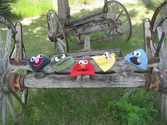 Sesame Street Crochet Hats = What child doesn't like Sesame street? If they watch it on TV then they'll love these crochet hats. You can crochet Elmo, Cookie Monster, Grover or whoever you wish. These are great back to school hats. All Free Crochet, Crochet Baby Hats, Crochet Beanie, Knit Or Crochet, Cute Crochet, Crochet For Kids, Crochet Crafts, Crochet Hooks, Crochet Projects
