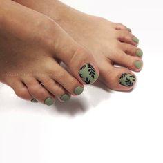 Fall Toe Nails, Pretty Toe Nails, Cute Toe Nails, Summer Toe Nails, Love Nails, Green Toe Nails, Nail Designs Toenails, Toe Nail Designs For Fall, Feet Nail Design