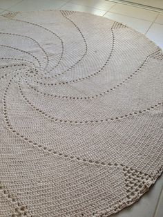 Tapete circular Knitting Patterns, Planters, Plaid, Decor, Farmhouse Rugs, Round Shag Rug, Crochet Doilies, Bow Braid, Snuggles