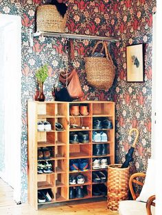 Discover recipes, home ideas, style inspiration and other ideas to try. Bohemian House, Bohemian Decor, Shabby Chic Decor, Design Studio, House Design, Design Design, Hallway Storage, Entry Hallway, Interior Decorating