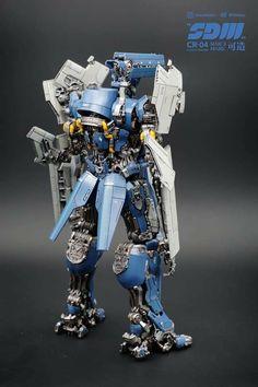 "NakoMake CR-04 ""SDW"" - the silent Chamberlain (TFP/BB Movie stylized Soundwave)  @nakomake on IG Transformers Action Figures, Transformers Optimus, Nova Era, Sound Waves, War Machine, Gundam, Red Stuff, Third Party, Anime"