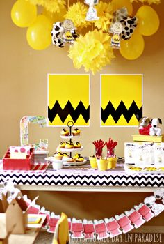 Just Another Day in Paradise: A Charlie Brown Birthday Party-snoopy banner Baby Snoopy, Snoopy Party, Charlie Brown Thanksgiving, Charlie Brown Christmas, Birthday Fun, 1st Birthday Parties, Birthday Ideas, Golden Birthday, Charlie Brown Und Snoopy