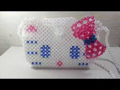 How to make beaded Hello kitty bag Beaded Boxes, Beaded Purses, Kandi Patterns, Beading Patterns, Childrens Purses, Hello Kitty Purse, Tatting Jewelry, Beaded Crafts, Necklace Tutorial