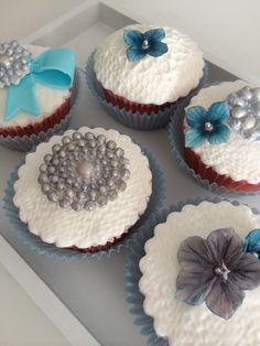 Almond cupcakes with white chocolat buttercream