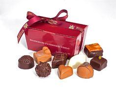 Broekmans Bonbons 250 Gr. Een doos gevuld met ca 17 handwerk bonbons, vervaardigd met room, likeur en ervaring sinds 1923 #broekmans #bonbons