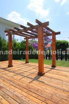Pergolado com vigas de Peroba Rosa - www.madeiradedemolicao.com