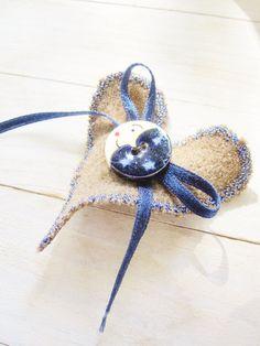 Heart brooch wool pinback button accessory pin by poppyshome, €9.00