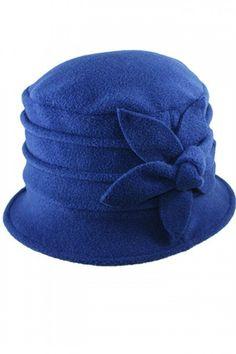 fleece hats for women Fleece Projects, Sewing Projects, Fleece Hat Pattern, Fleece Hats, Fleece Blankets, Love Hat, Polar Fleece, Mode Inspiration, Hat Making
