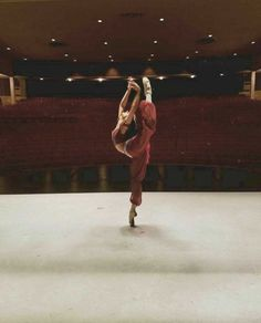 ballet fitness my confidence is shattered Dance Photography Poses, Dance Poses, Dance Movement, Ballet Beautiful, Dance Pictures, Just Dance, Ballet Dancers, Yoga Meditation, Yoga Inspiration