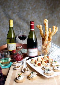 Christmas Food – Holiday Entertaining: What Appetizer Am I Quiz? 30 Minute or less wine and appet… Wine Party Appetizers, Wine Parties, Wine And Cheese Party, Wine Tasting Party, Wine Cheese, Wine And Food Festival, Clean Eating Snacks, Wine Recipes, Holiday Recipes
