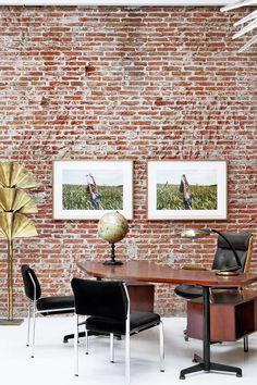 No es un ladrillo - AD España, © Belén Imaz Inside Outside, Working Area, Conference Room, Loft, Industrial, Display, Studio, Table, Furniture