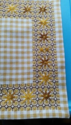 Discover thousands of images about Broderie Suisse, Chicken scratch, Swiss embroidery, Bordado espanol, Stof veranderen. Swedish Embroidery, Types Of Embroidery, Hand Embroidery Stitches, Cross Stitch Embroidery, Embroidery Patterns, Cross Stitch Patterns, Chicken Scratch Patterns, Chicken Scratch Embroidery, Bordado Tipo Chicken Scratch