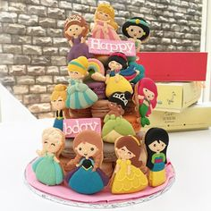 Disney princess theme macaron tower #love #macaron #macarons #macaroon #macaroons #macaronlucu #instacute #instafood #instagood
