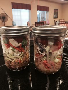 Salad jars by Joe Clute with Sunset Goutmet. What to learn to make these delicious healthy jars?  Message me. I'm hosting a workshop with great recipes thus week.