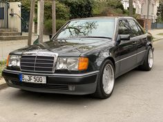 Mercedes 300e, Mercedez Benz, Ha Ji Won, Car Wheels, Cars And Motorcycles, Cool Cars, Dream Cars, Ali, Classic Cars