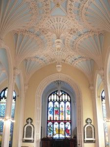 The Unitarian Church's ornamental plaster ceiling is based on the renowned pendant fan vault found in the Henry VIII Chapel at Westminster Abbey.