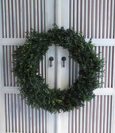 cottage and vine: How to Make a Live Boxwood Wreath
