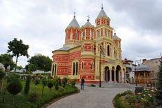 biserica mantuleasca craiova Romania, Notre Dame, Mansions, House Styles, Building, Manor Houses, Villas, Buildings, Mansion