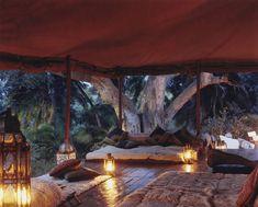 Lemartis+camp+interior+mess+tent.jpg 1 440×1 158 píxeis